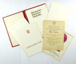 #e6764 Konvolut DDR Urkunden mit Mappe z.B. Hermann-Duncker-Medaille FDGB 1989