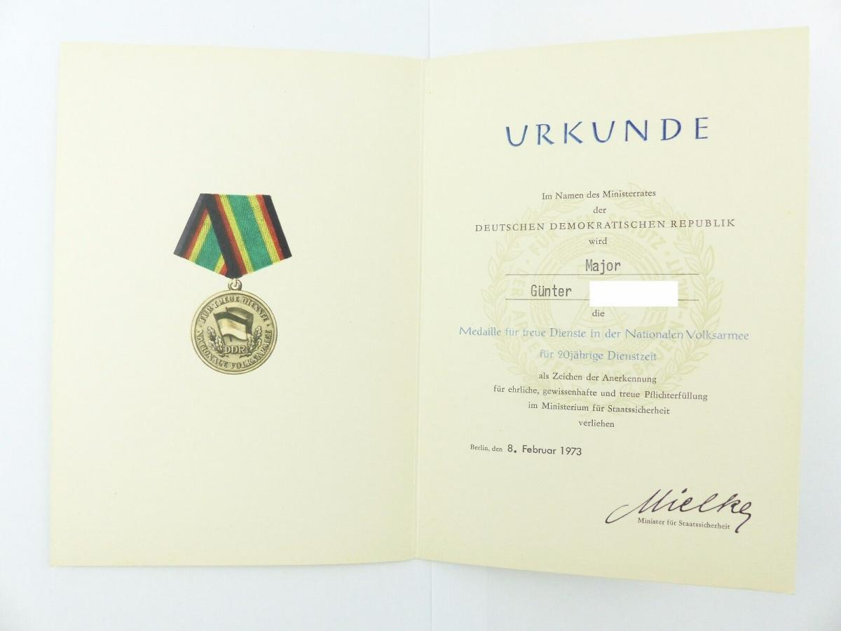 #e6761 DDR Urkunde: Medaille für 20 Jahre treue Dienstzeit verliehen 1973 Major