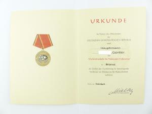 #e6760 DDR Urkunde: Verdienstmedaille der NVA in Bronze verliehen 1965 Hauptmann
