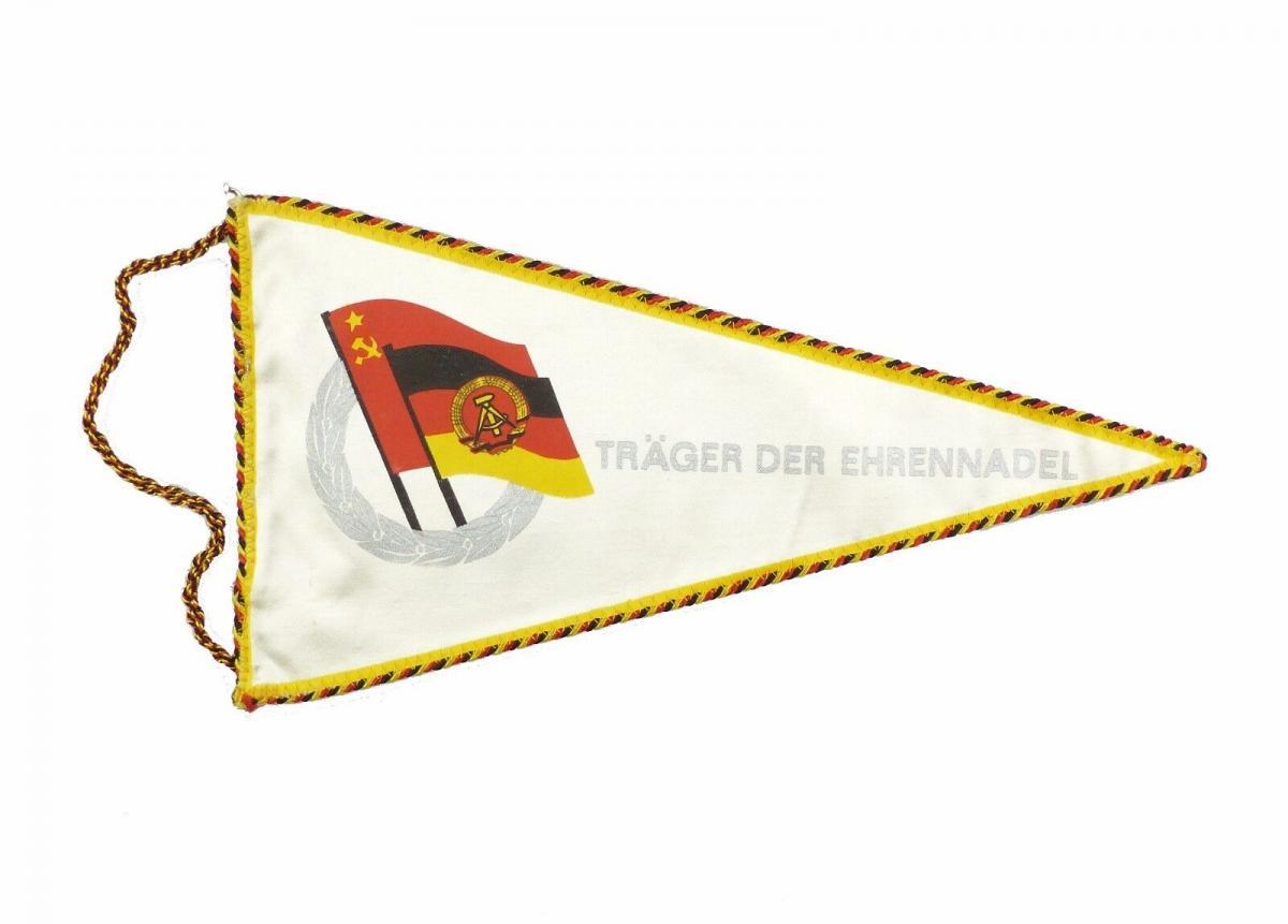 #e7153 Original alter DDR Wimpel Träger der Ehrennadel silberfarben
