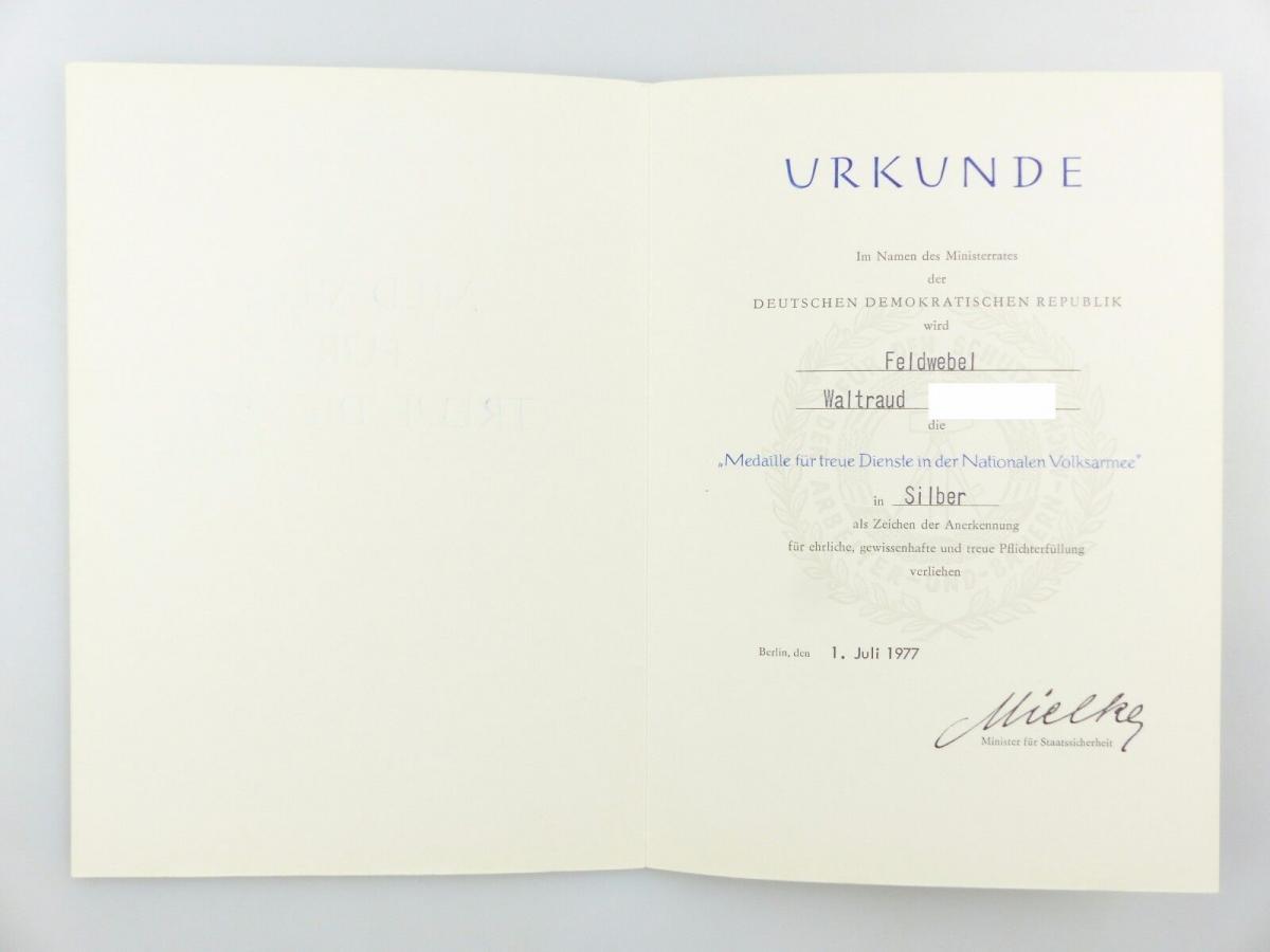 #e6751 Urkunde: Medaille für treue Dienste in der NVA in Silber 1977 Feldwebel