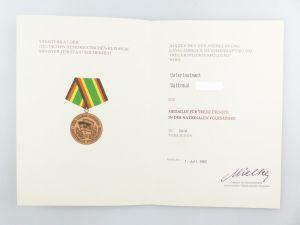 #e6750 Urkunde: Medaille für treue Dienste in der NVA in Gold 1982 Unterleutnant