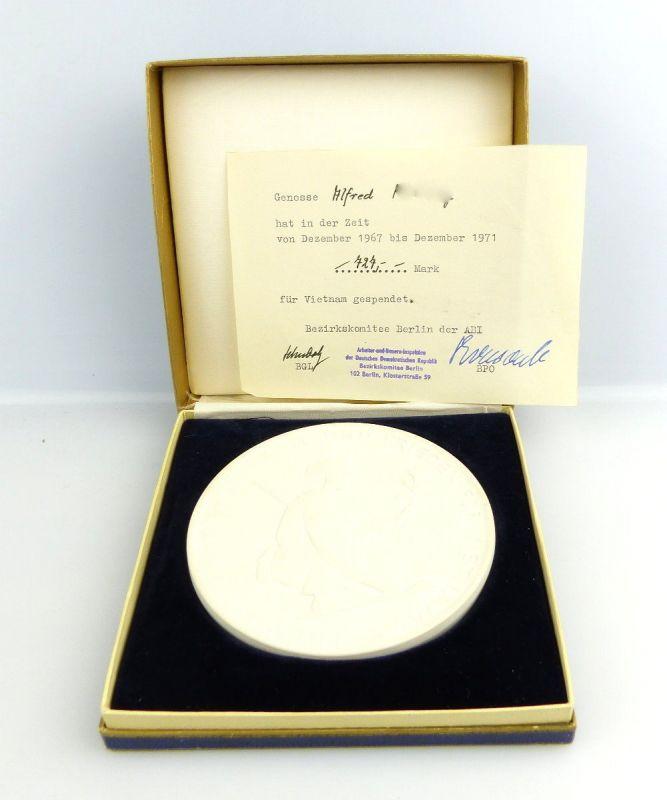 #2699 Meissen Medaille + Schein Spende für Vietnammit Bezirkskomitee Berlin ABI