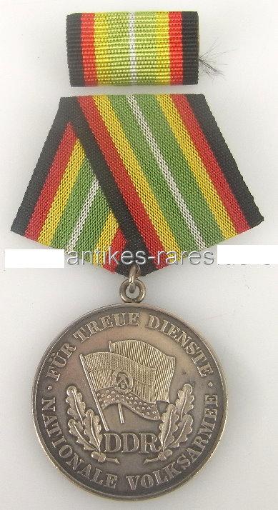 DDR Medaille für treue Dienste in der NVA in Silber, Punze 1