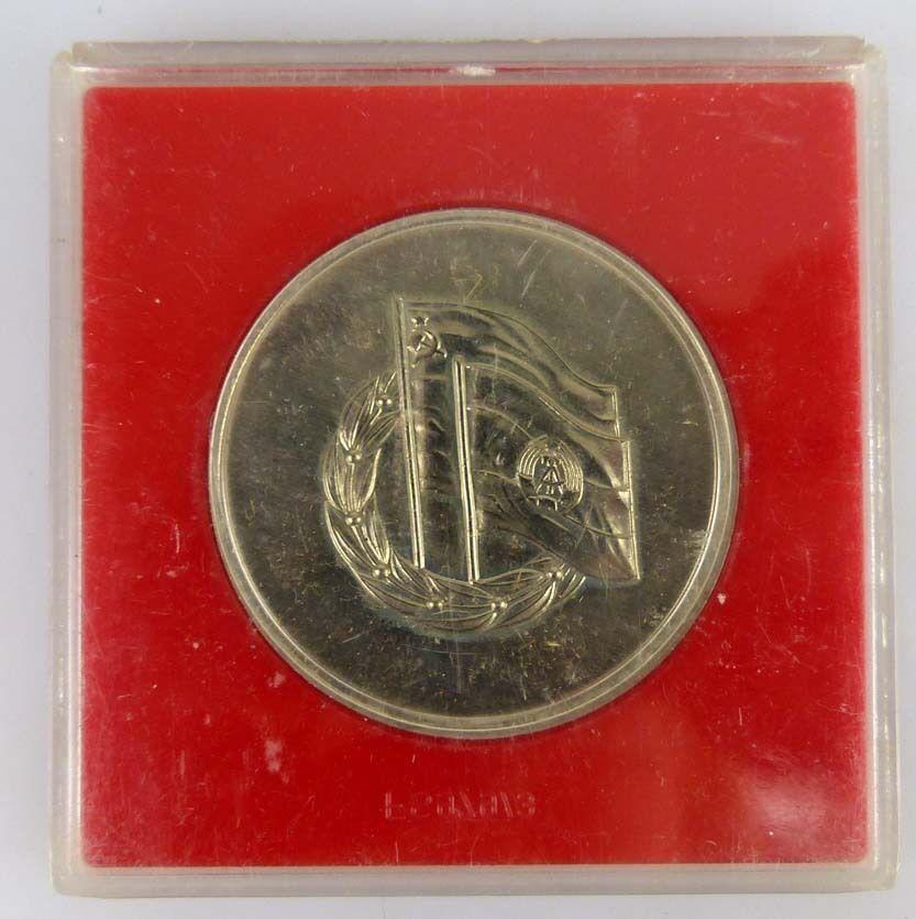 Medaille 30 Jahre Gesellschaft für Deutsch Sowjetische Freundschaft 1977 im Etui