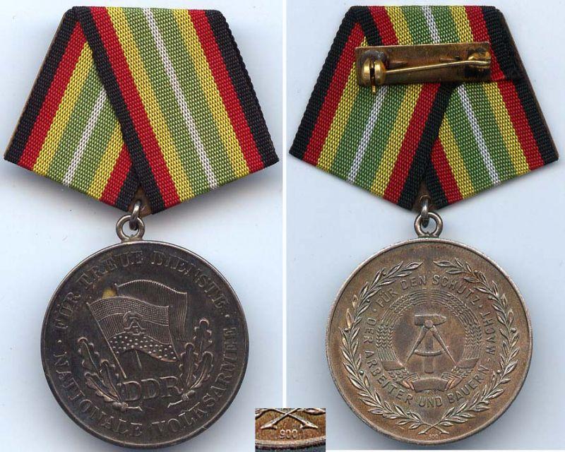 DDR Medaille für Treue Dienste der NVA in 900 Ag Silber