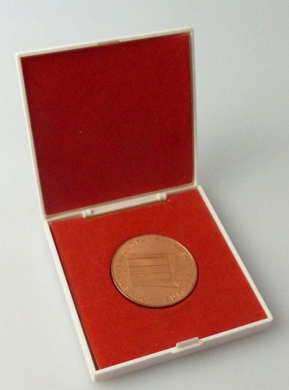 Medaille : Für Vorbildliche Leistungen beim Aufbau der Hauptstadt der DDR/ r 297
