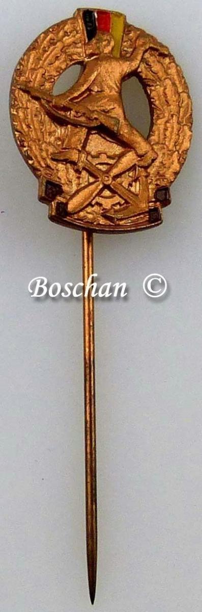 DDR GST Mehrkampfabzeichen Miniaturnadel in Bronze 4. Variante (GST0384d)