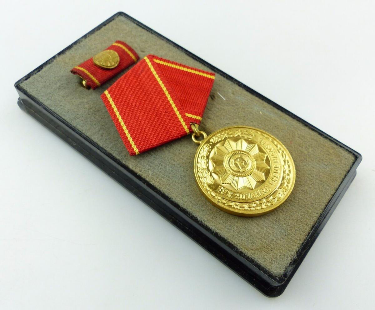 Medaille treue Dienste in den bewaffneten Organen MdI Gold Nr. 140 a ,Orden3281 0