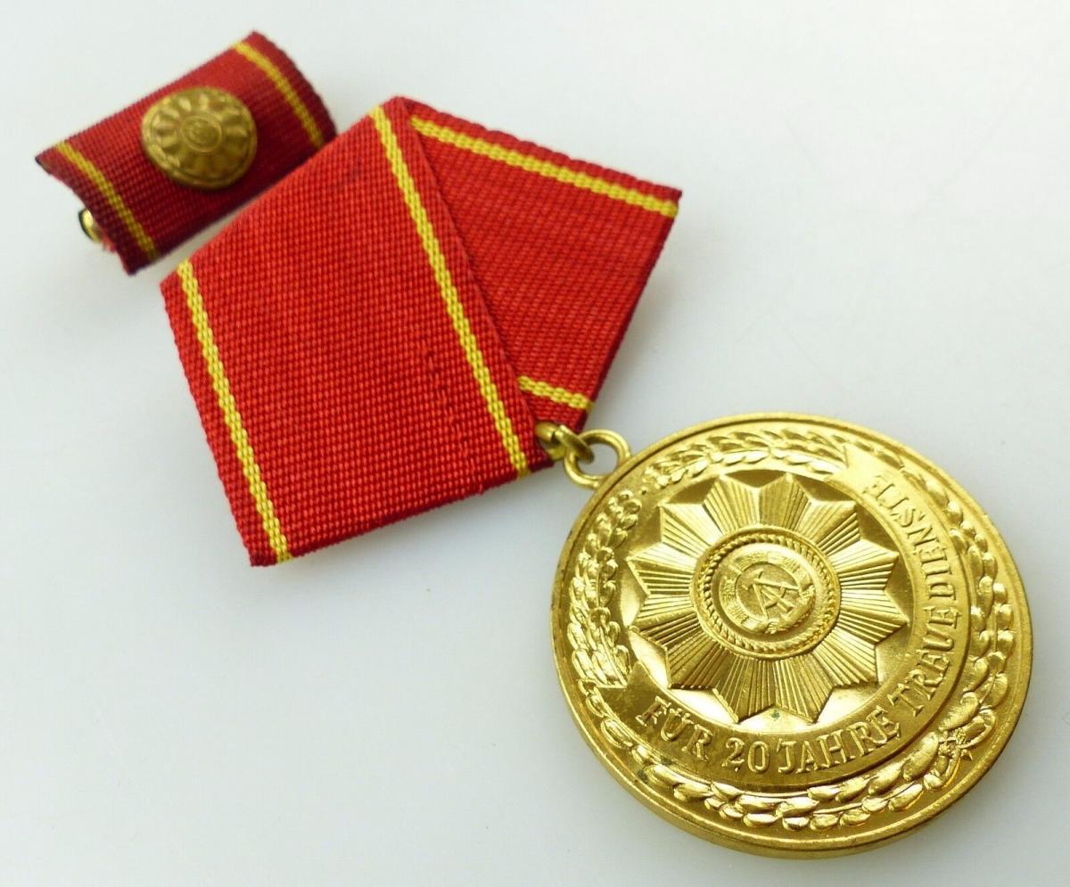 Medaille treue Dienste in den bewaffneten Organen MdI Gold Nr. 140 a ,Orden3281 3