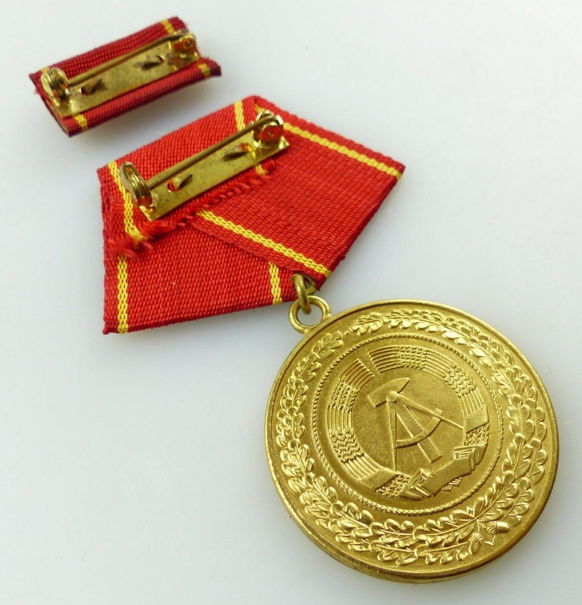 Medaille treue Dienste in den bewaffneten Organen MdI Gold Nr. 140 a ,Orden3281 5