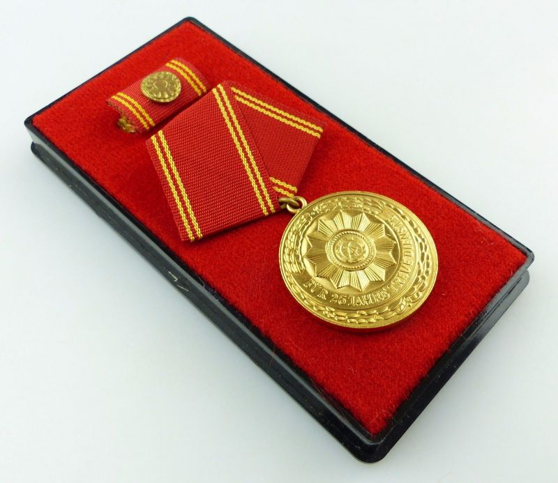 Medaille treue Dienste in den bewaffneten Organen MdI Gold Nr. 139 b ,Orden3280