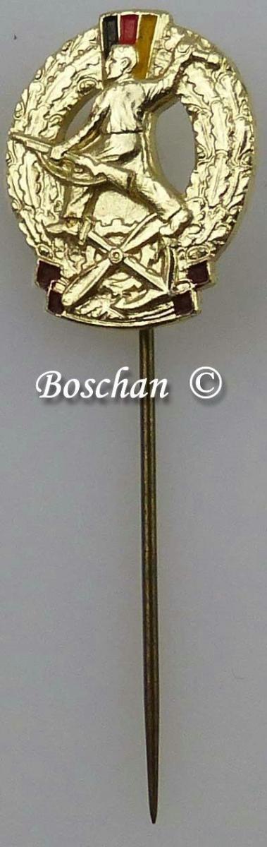 DDR GST Mehrkampfabzeichen Miniaturnadel in Gold 4. Variante (GST0382d)