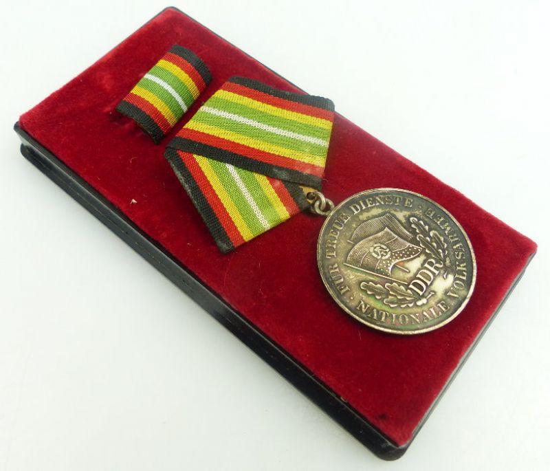 Medaille für treue Dienste in der NVA in 900 Silber, Punze 6, Orden952