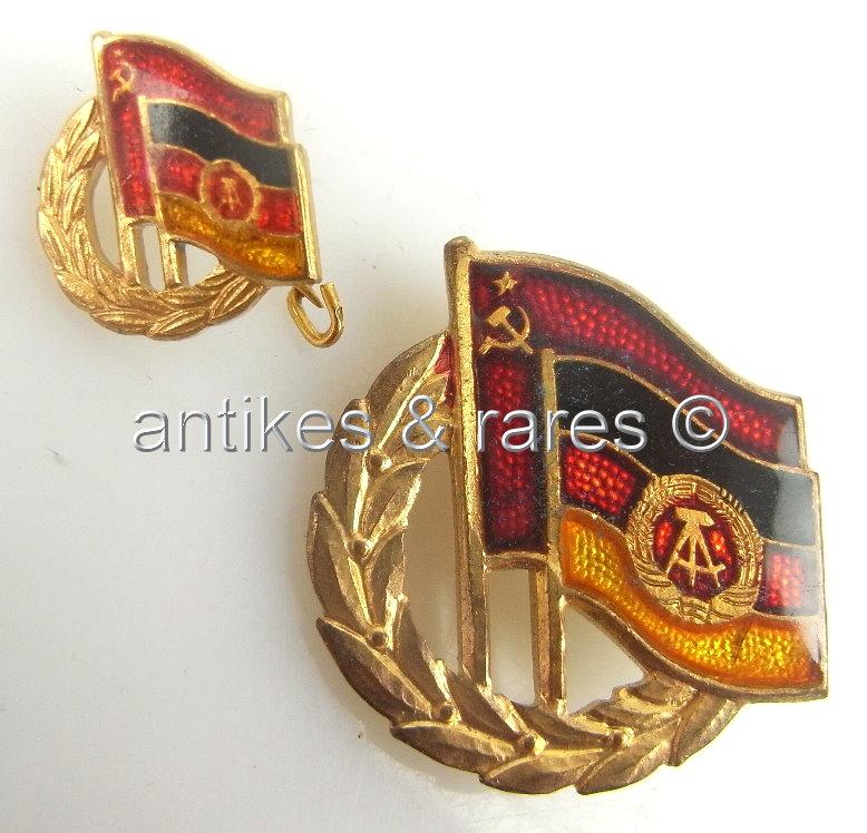 DDR Ehrennadel in Gold 3. Form mit Miniatur dazu