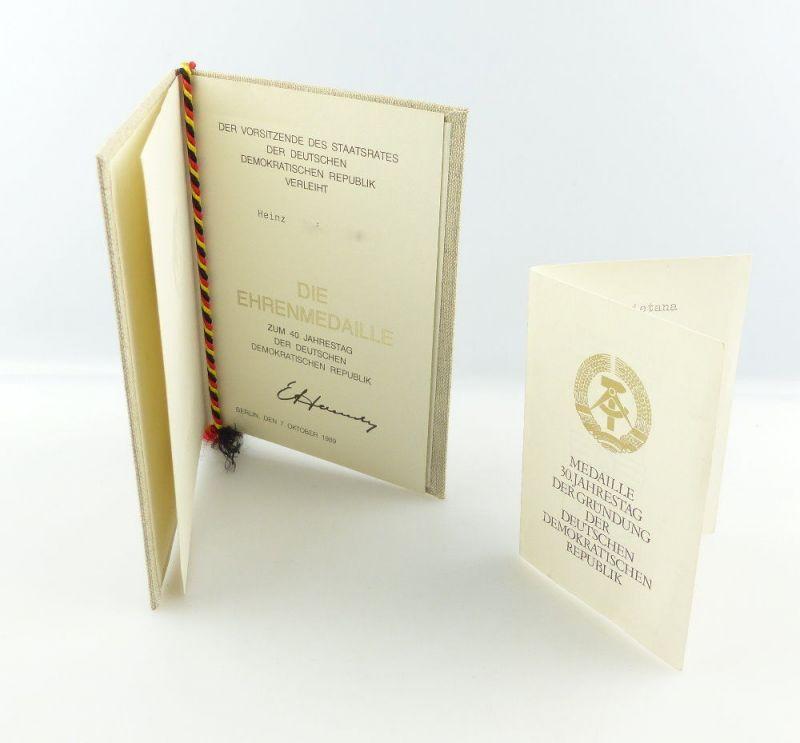 #e3403 2 Urkunden für Ehrenmedaille 30. + Medaille 40. Jahrestag der DDR 1979+89