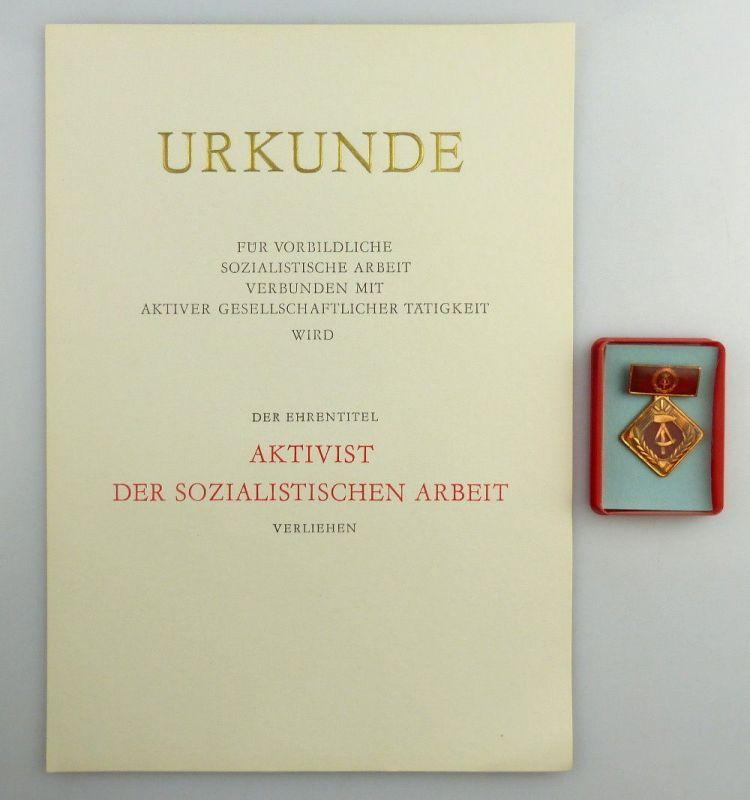 Große blanco Urkunde + Abzeichen: Aktivist der sozialistischen Arbeit, so260