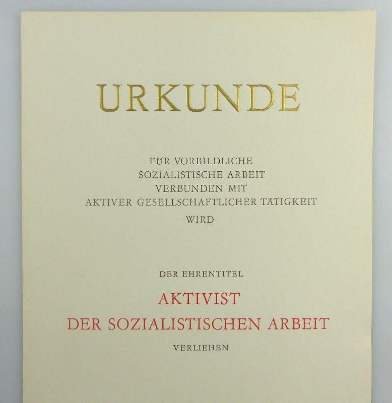 Große blanco Urkunde + Abzeichen: Aktivist der sozialistischen Arbeit, so260 2