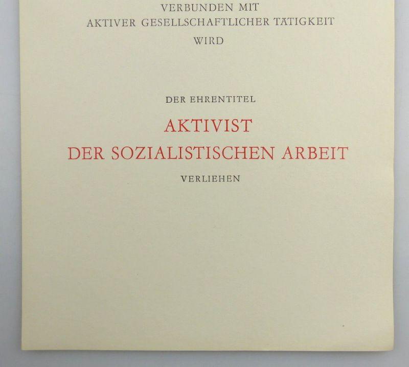 Große blanco Urkunde + Abzeichen: Aktivist der sozialistischen Arbeit, so260 3