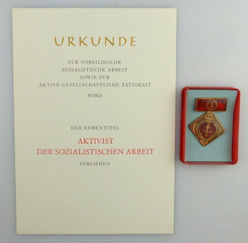Blanco Urkunde + Abzeichen: Aktivist der sozialistischen Arbeit, so259