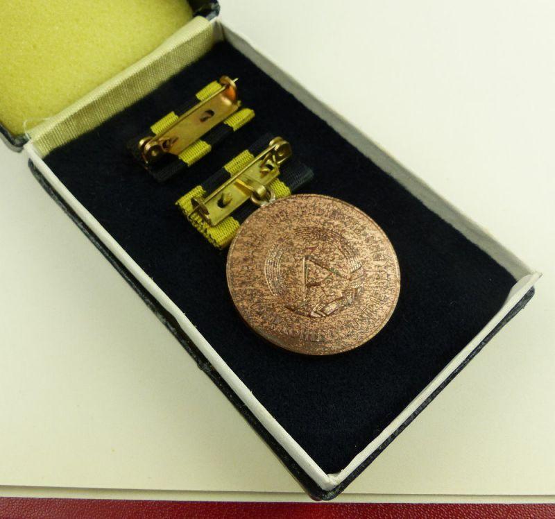 Medaille für Verdienste in der Kohleindustrie der DDR + Urkunde 1976 verl, so255 4