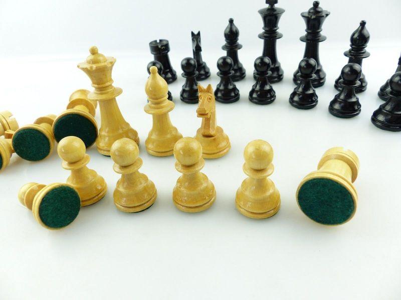 E9515 Wunderschöne alte Schachspiel Figuren aus Holz gefertigt mit Filzfuß 9