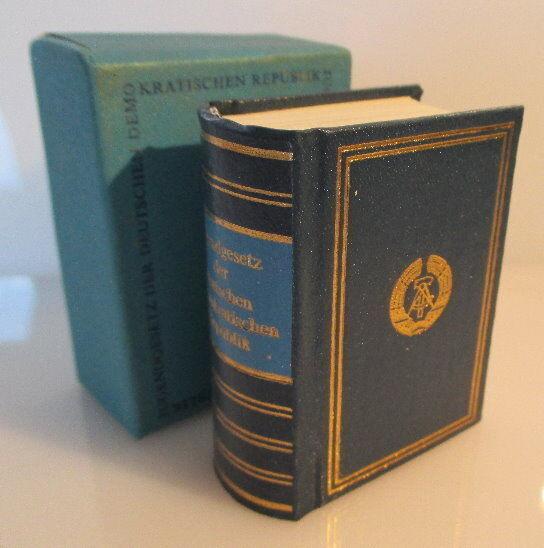 Minibuch Jugendgesetz der DDR überreicht von Egon Krenz Zentralrat FDJ bu0139 0