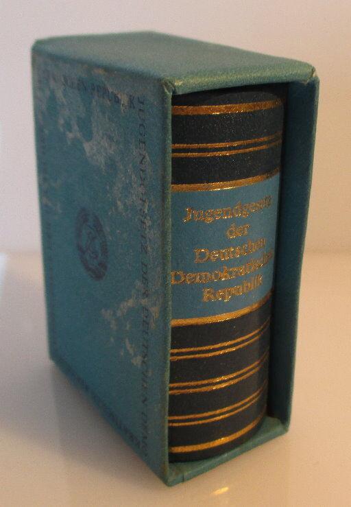 Minibuch Jugendgesetz der DDR überreicht von Egon Krenz Zentralrat FDJ bu0139 1