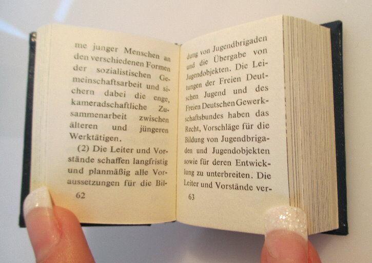 Minibuch:Jugendgesetz der DDR überreicht von Egon Krenz Zentralr. der FDJ bu0139 3
