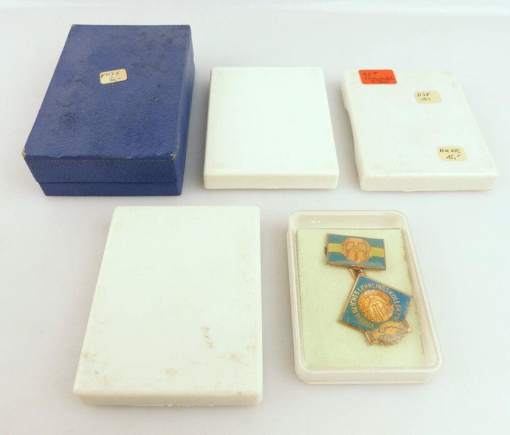 Konvolut 5 Abzeichen: 7 Teile NVA, FDJ Lehrlingskollektiv e1645 1