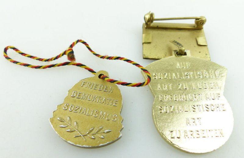 2 Abzeichen: 1958 5 Jahrplan Aktivist, 8 Jahre DDR Frieden-Sozialismus e1644 3