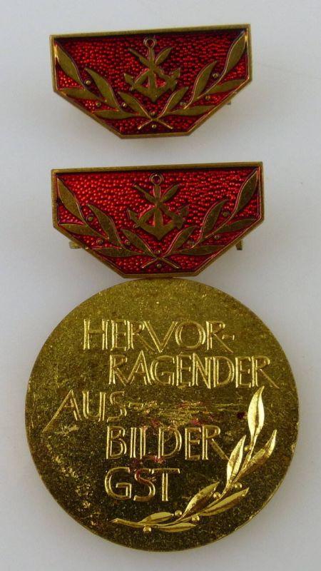 GST Medaille Hervorragender Ausbilder der GST Gold vgl. Band VII Nr. 12c, GST12c