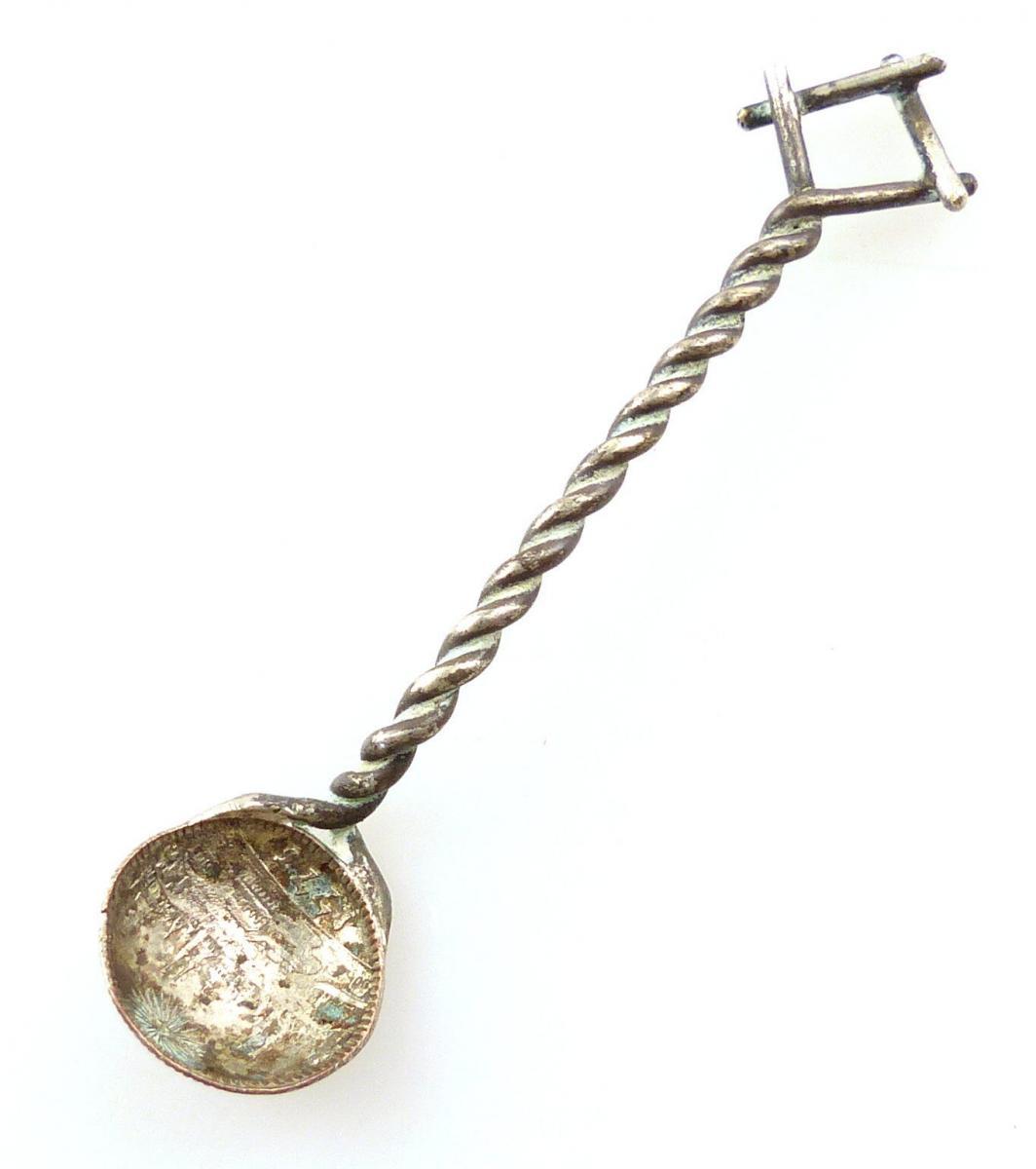 E9721 Kleiner alter Salzlöffel aus einer Silbermünze
