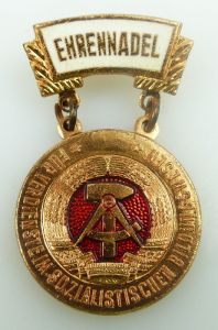 Abzeichen Ehrennadel für Verdienste im sozialistischen Bildungswesen Orden949