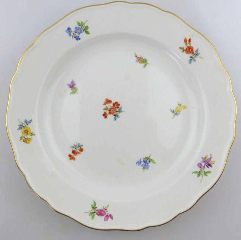 E9825 Meissen Teller 2. Wahl mit Streublümchen und Goldrand Ø 22,5 cm