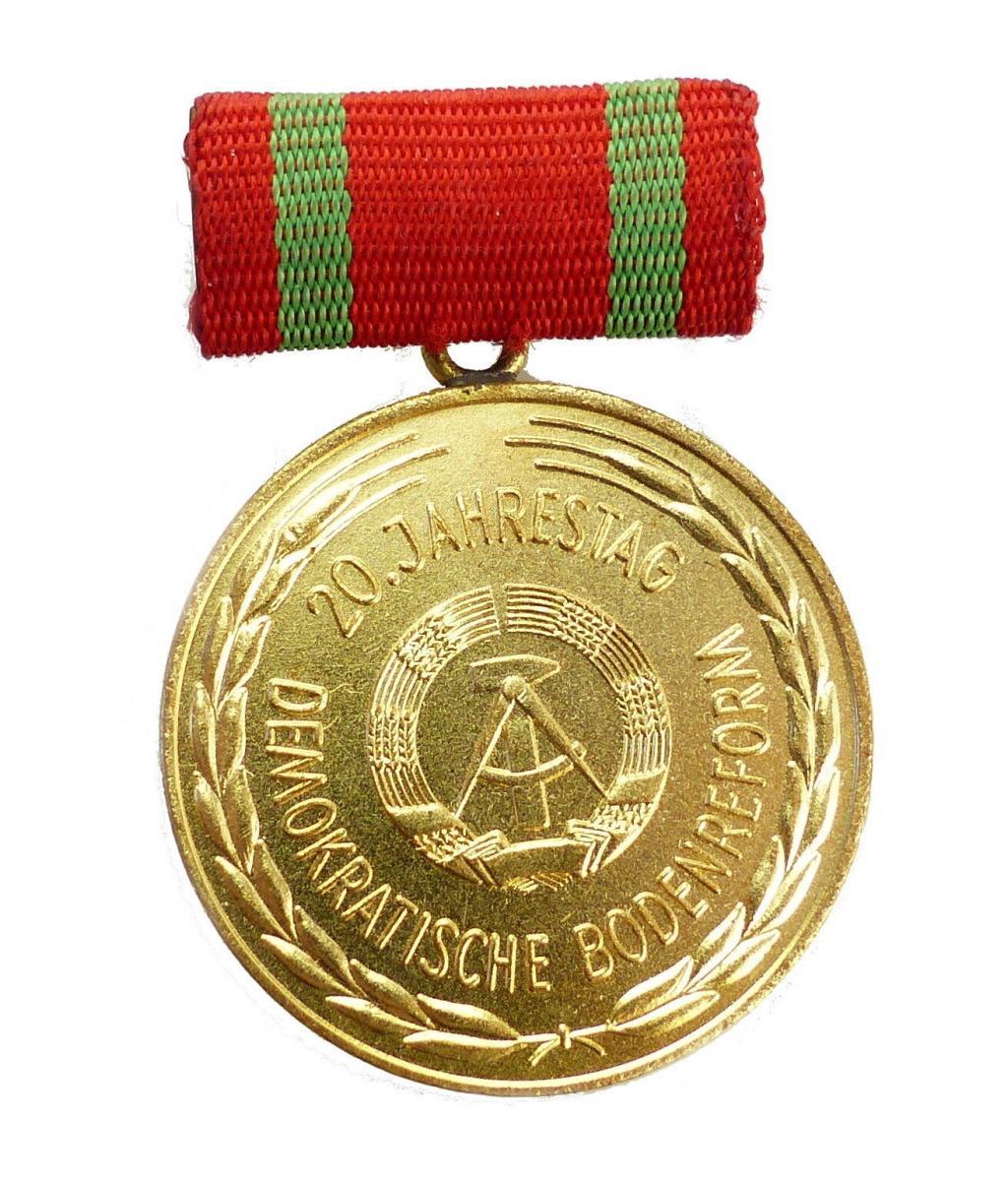 #e5761 Medaille 20. Jahrestag der Demokratischen Bodenreform DDR in Gold