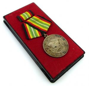 Medaille für treue Dienste NVA Stufe Silber 900 Silber Punze 5 Nr.150g, Orden917