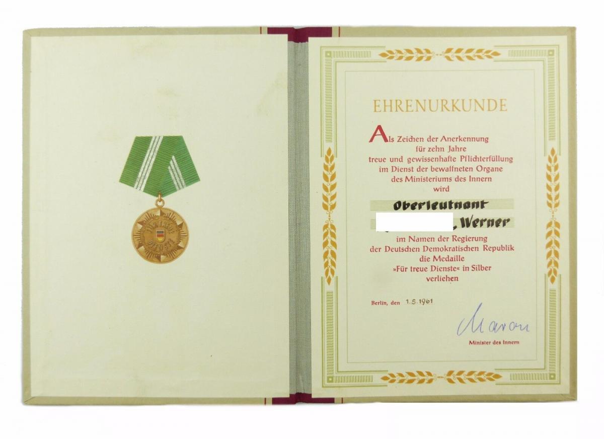 #e6776 DDR Ehrenurkunde 10 Jahre treue Dienste Medaille in Silber 1961 MdI