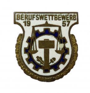 E10068 DDR Abzeichen für gute Leistungen im Berufswettbewerb von 1957 Nummer 195
