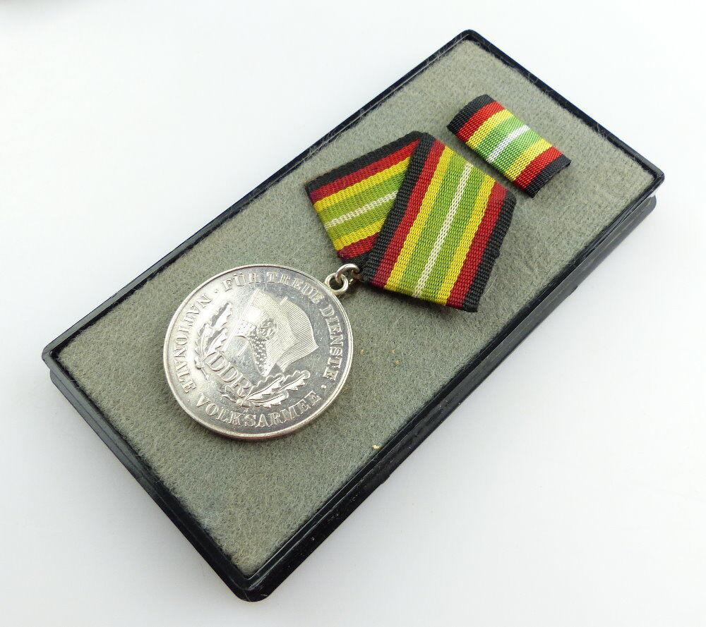 #e3496 DDR Medaille für treue Dienste NVA vgl. Band I Nr. 150 e Punze 7 1964-66