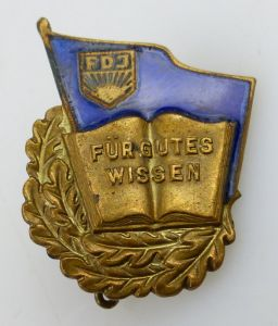 Abzeichen: FDJ Für gutes Wissen, goldfarben Nr. 7556 hinten gestempelt Orden1011