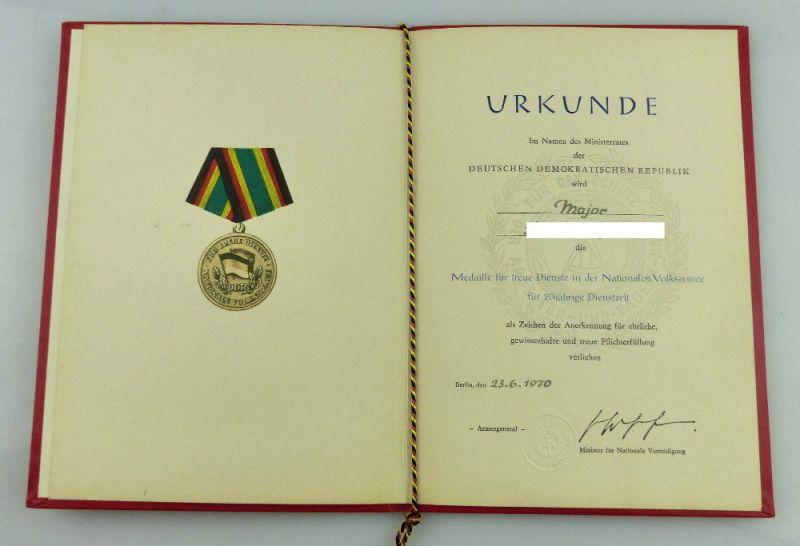 Urkunde: Medaille Treue Dienste NVA 20 Jahre Dienstzeit 1970 Major, Orden2802