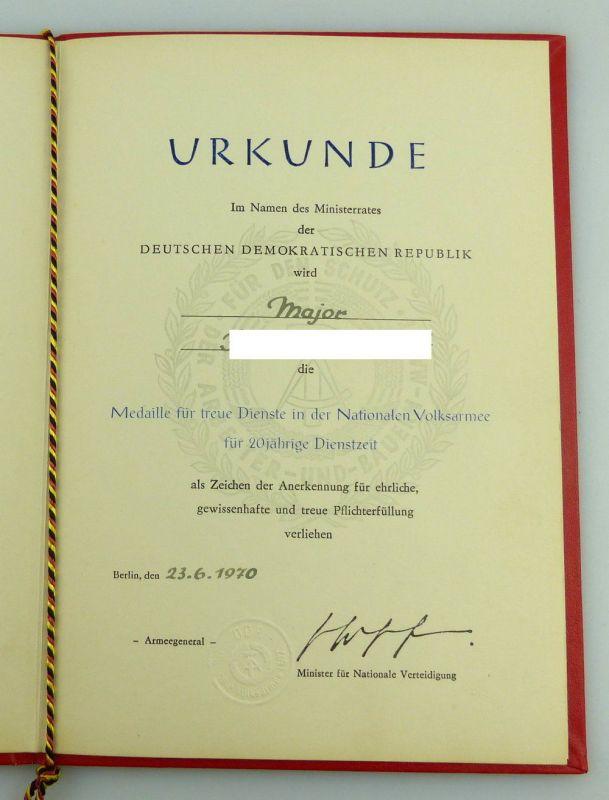Urkunde: Medaille Treue Dienste NVA 20 Jahre Dienstzeit 1970 Major, Orden2802 1
