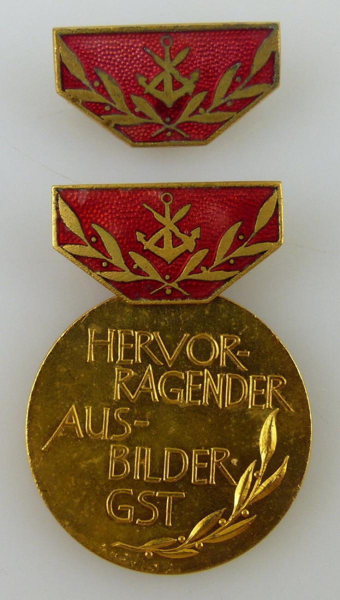 GST Medaille Hervorragender Ausbilder der GST Gold vgl. Band VII Nr. 12b, GST12b
