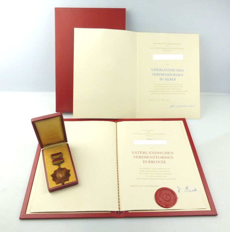 E10278 VVO Bronze mit Urkunde 1959 Etui Mappe und nur Urkunde für VVO Silber