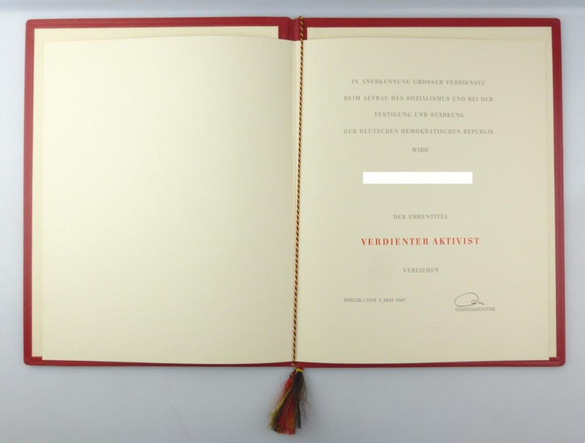 E10277 Original alte Urkunde mit Mappe Verdienter Aktivist Mai 1967 verliehen