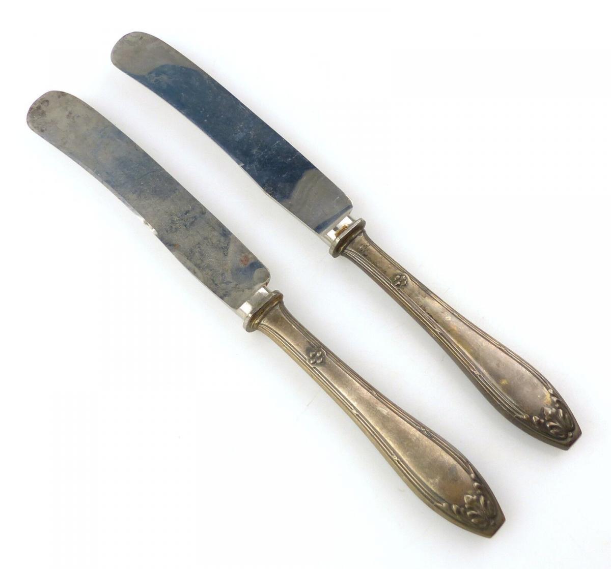E10376 2 sehr alte Messer mit Griffen aus 800er Silber
