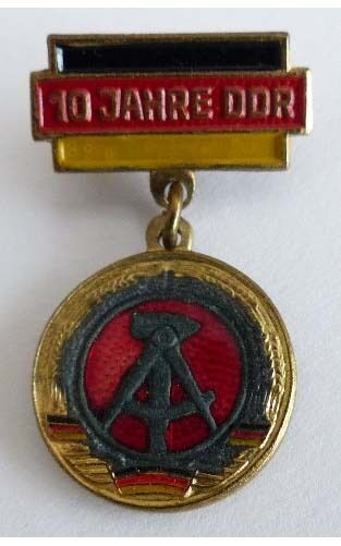 Abzeichen: 10 Jahre DDR