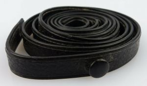 Schwarzer Trageriemen für Ferngläser, Gesamtlänge ca.: 106 cm, fern556