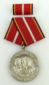 Verdienstmedaille der NVA in 900 Silber vgl Band I Nr. 146 f Punze 10, Orden1224